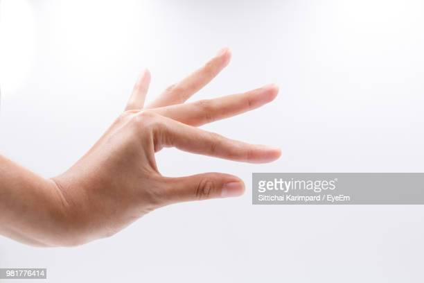 close-up of hand against white background - doigt humain photos et images de collection