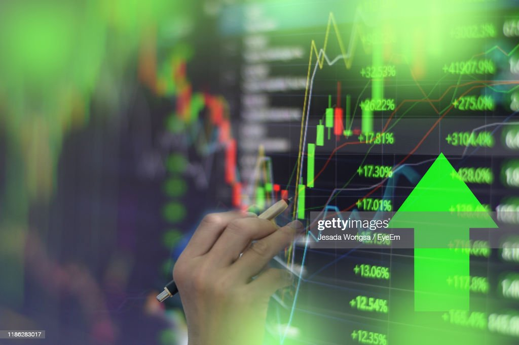 Close-Up Of Hand Analyzing Stock Market Data On Screen : Stock-Foto