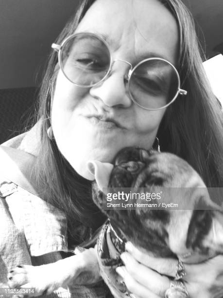 close-up of happy woman wearing sunglasses with dog - lynn pleasant stock pictures, royalty-free photos & images