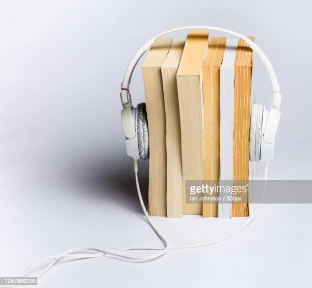 close-up of headphones against white background - literature photos et images de collection