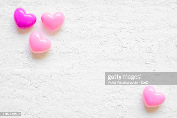 close-up of heart shape beads on table - ビーズ ストックフォトと画像