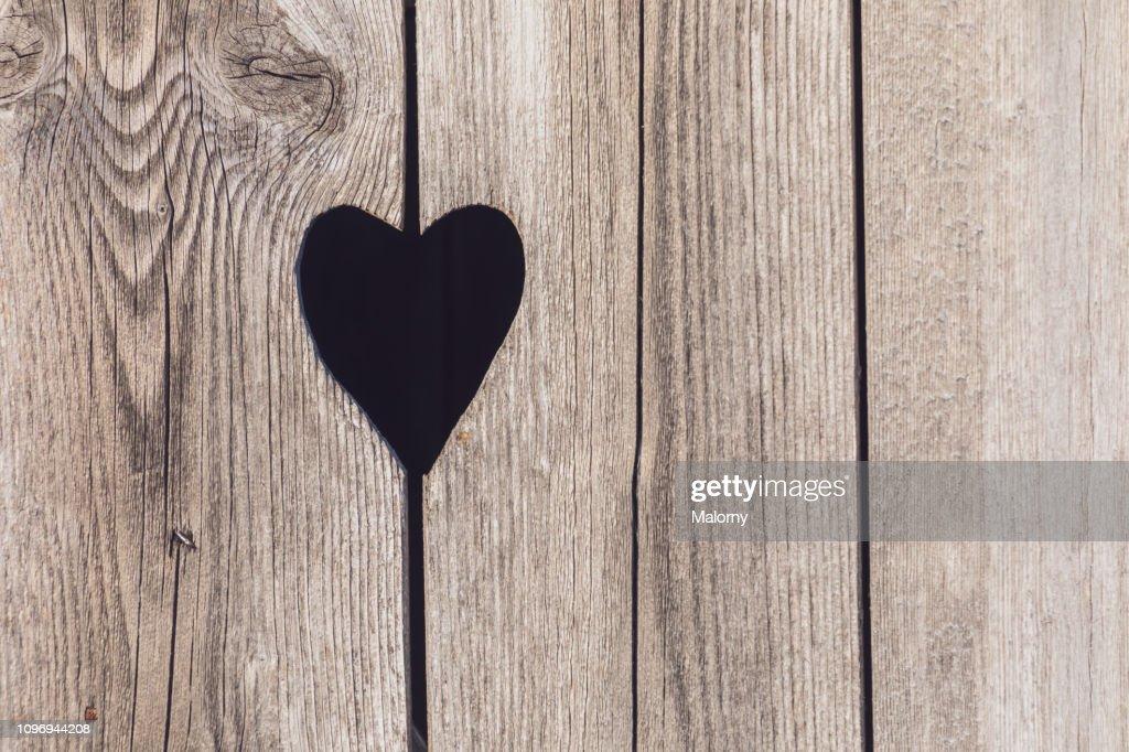 Close-up of heart shape on wooden door. : Stockfoto