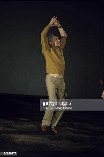 Closeup Of Herbert Von Karajan En 1970 lors d'une mise en scène le chef d'orchestre Herbert VON KARAJAN sautant bras en l'air