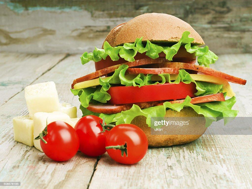Nahaufnahme von hausgemachten hamburger mit Gemüse : Stock-Foto