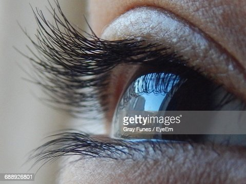 closeup of human eye with reflection of building ストックフォト