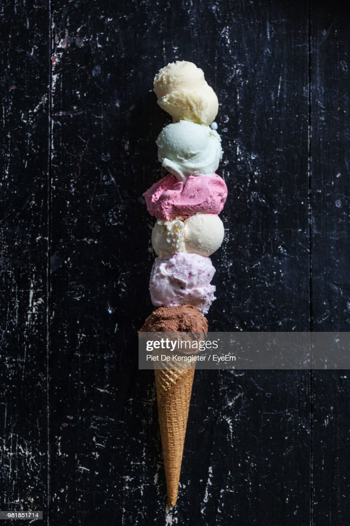 Close-Up Of Ice Cream Against Black Wall : Stock-Foto