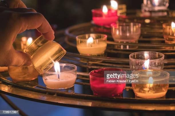 close-up of illuminated tea light candles on table - cero foto e immagini stock
