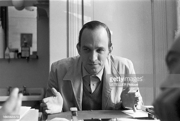 CloseUp Of Ingmar Bergman Le 29 septembre 1959 portrait du cinéaste suédois Ingmar BERGMAN chez lui assis à sa table de travail il illustre son...