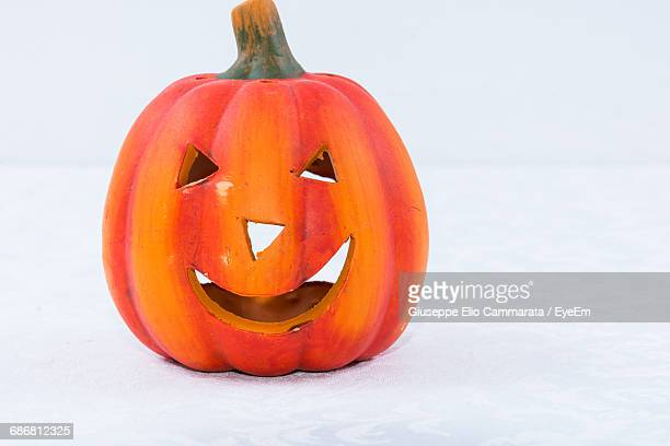 close-up of jack o lantern against white background - cammarata stock photos and pictures