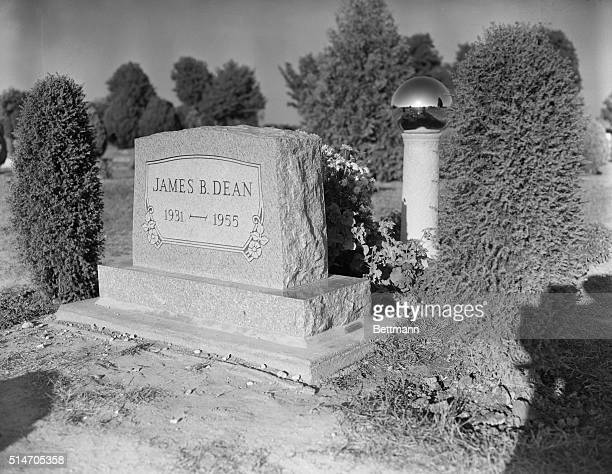 Closeup of James Dean's headstone