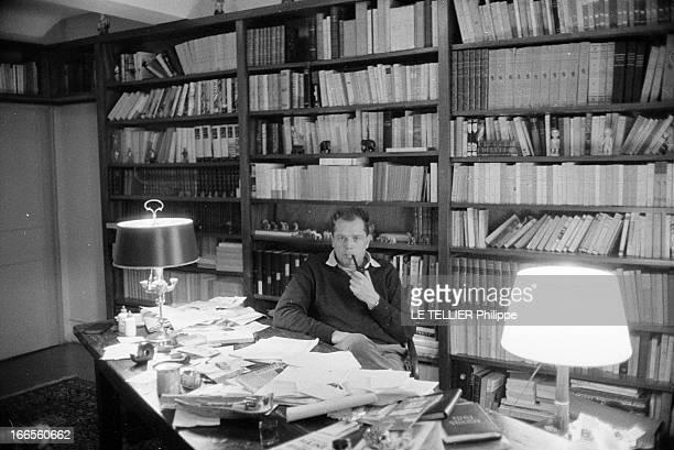 CloseUp Of Jean Larteguy Janvier 1962 portrait de l'écrivain Jean LARTEGUY dans son refuge de SaintCézaire près de Grasse Il pose dans sa...