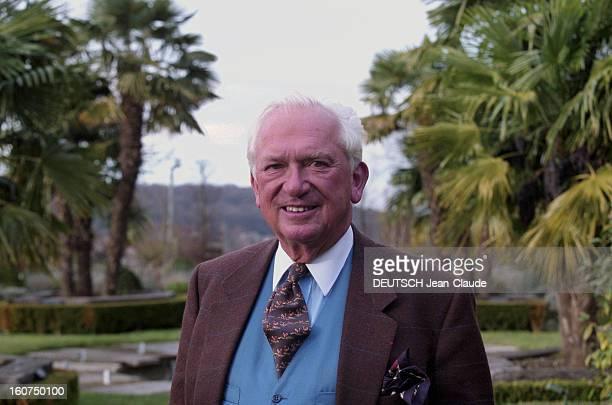 Close-up Of Jean-paul Guerlain. 24 janvier 2002, le parfumeur Jean-Paul GUERLAIN dans le jardin de sa propriété des Mesnuls près de Rambouillet....