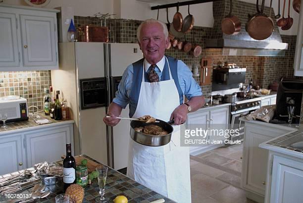Close-up Of Jean-paul Guerlain. 24 janvier 2002, le parfumeur Jean-Paul GUERLAIN dans sa propriété des Mesnuls près de Rambouillet. Jean-Paul...