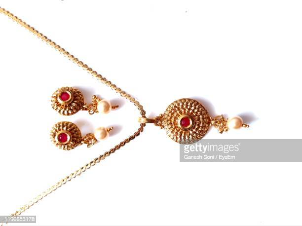 close-up of jewelry on white background - 金のネックレス ストックフォトと画像