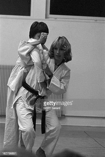 CloseUp Of Judoka JeanLuc Rouge GifsurYvette 28 octobre 1975 Danielle en kimono épouse du judoka JeanLuc ROUGE médaille d'or aux championnats du...