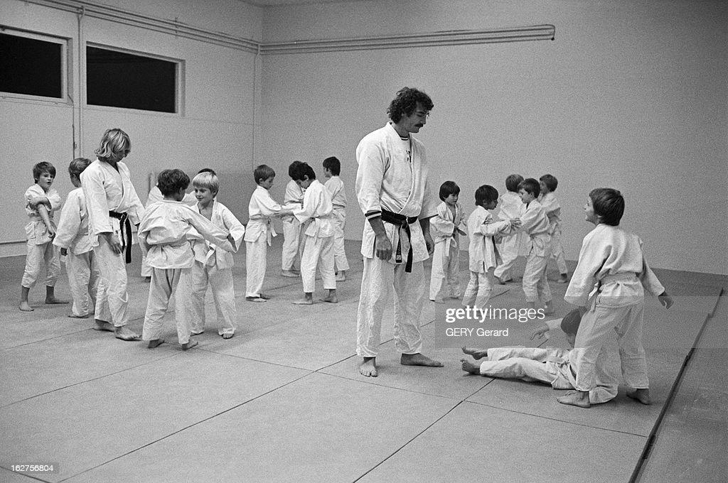 close up of judoka jean luc rouge gif sur yvette 28 octobre 1975 nieuwsfoto 39 s getty images. Black Bedroom Furniture Sets. Home Design Ideas