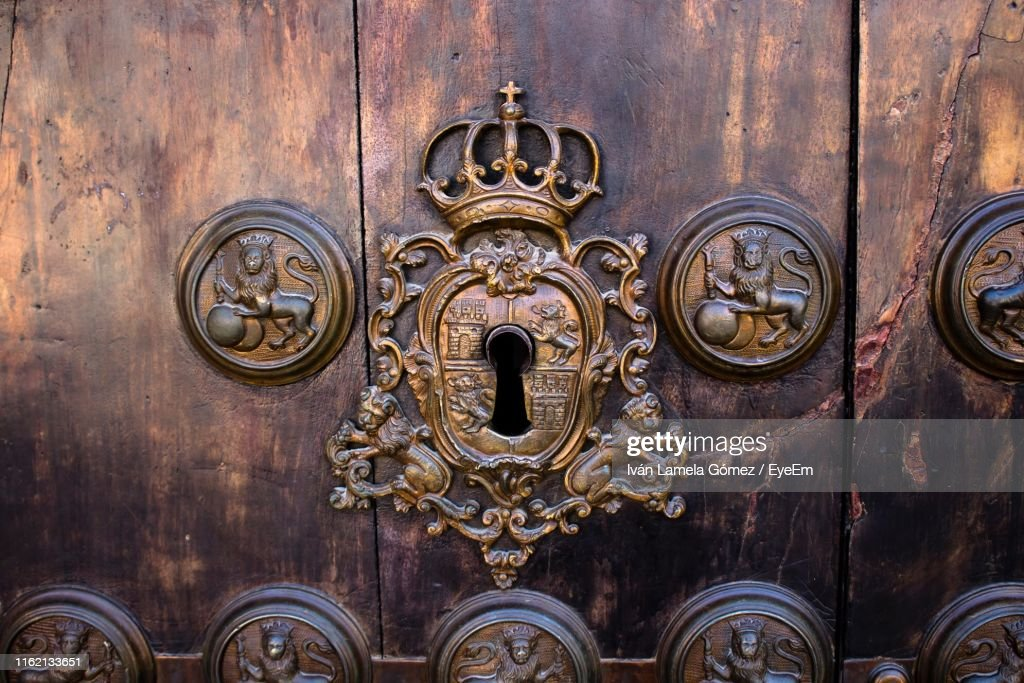Close-Up Of Keyhole In Door : Stock Photo