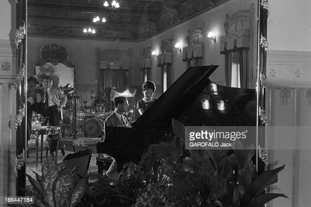 CloseUp Of King Bhumibol Adulyadej And Queen Sirikit Sovereigns Of Thailand Thaïlande Bangkok 1961 Le roi BHUMIBOL ADULYADEJ et la reine SIRIKIT Dans...