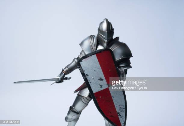 close-up of knight figurine against white background - armi foto e immagini stock