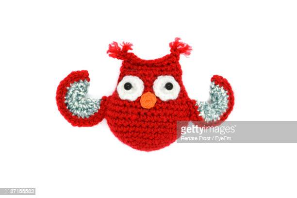 close-up of knitted woolen owl against white background - かぎ針編み ストックフォトと画像