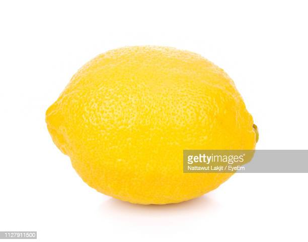 close-up of lemon against white background - レモン ストックフォトと画像