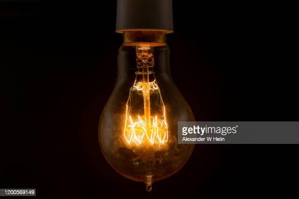 closeup of lightbulb - glühbirne stock-fotos und bilder