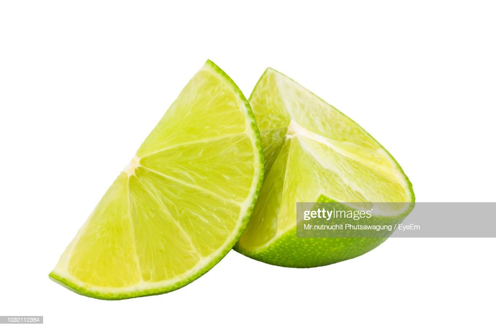 Close-Up Of Lime Against White Background : ストックフォト