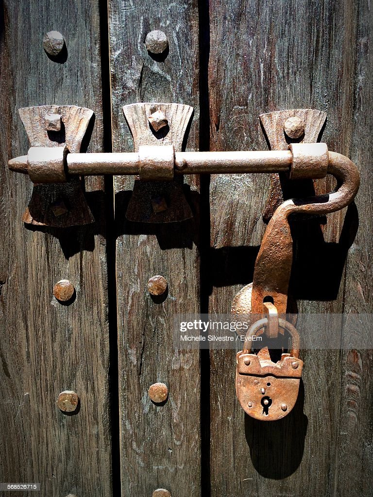 Close-Up Of Locked Wooden Door : Photo