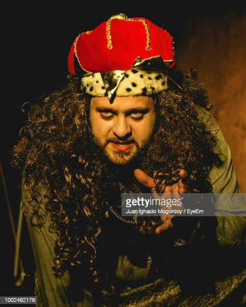 close-up of man wearing king costume while acting on stage - koning koninklijk persoon stockfoto's en -beelden