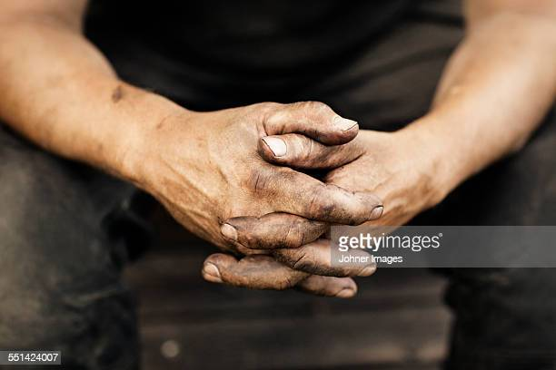 close-up of mans hands - schmutzig stock-fotos und bilder