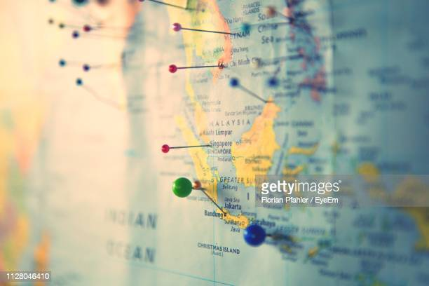 close-up of map with pins - cartography - fotografias e filmes do acervo