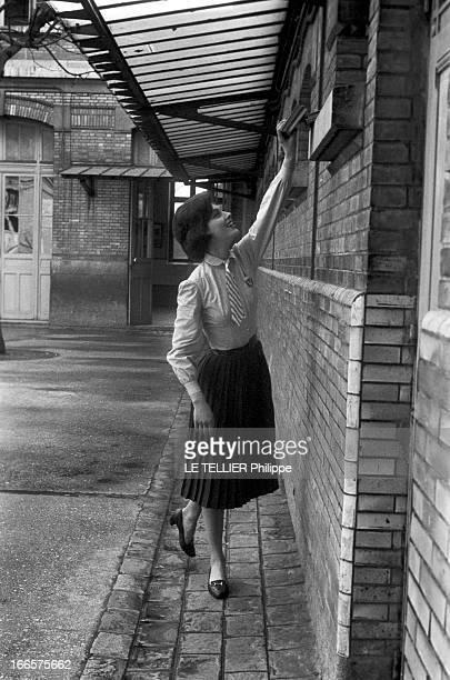 CloseUp Of Marie Helene Arnaud Schoolgirls France le 14 mars 1957 l'actrice Marie Hélène ARNAUD pose dans le cadre de la promotion du film réalisé...