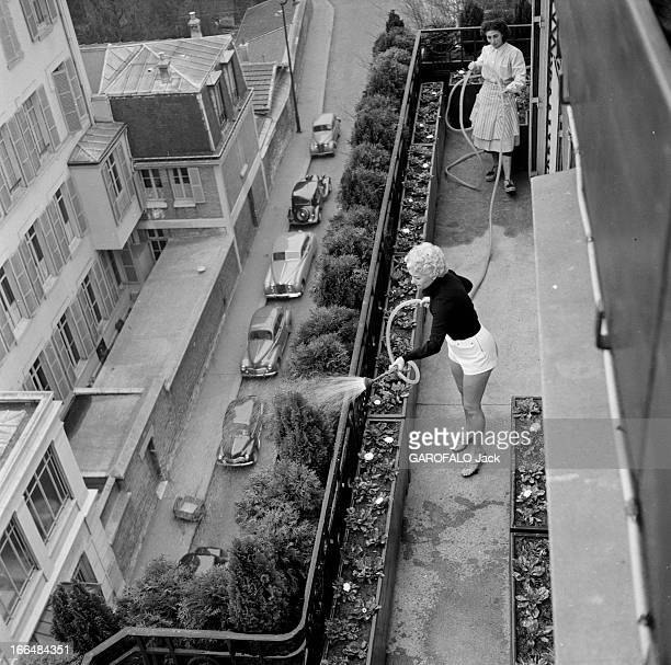 Close-Up Of Martine Carol. France, mars 1954, l'actrice française Martine CAROL tourne cette année-là dans le film 'Madame du Barry' du réalisateur...