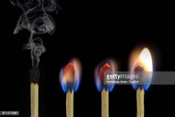 close-up of matchsticks against black background - fiammifero foto e immagini stock