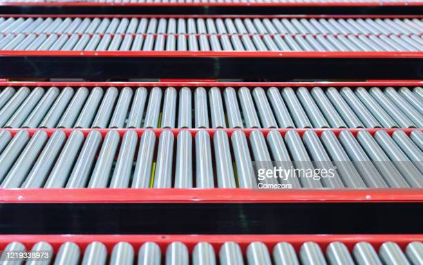 close-up of metal conveyor belt backgrounds at distribution warehouse - コンベヤーベルト ストックフォトと画像