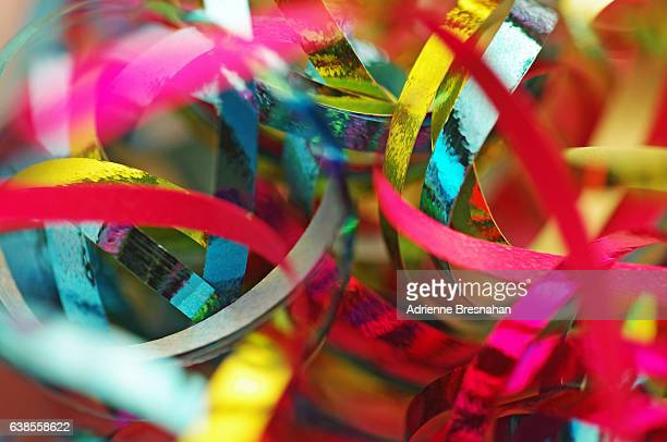 close-up of metallic ribbons - karneval stock-fotos und bilder