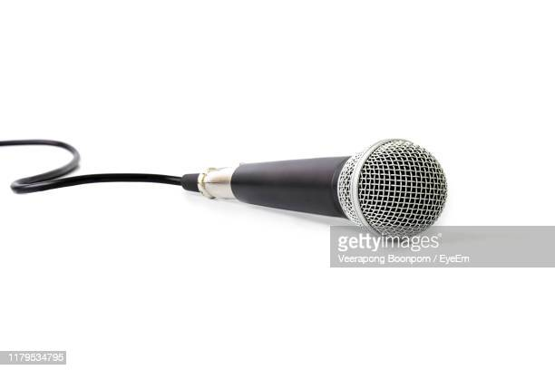 close-up of microphone against white background - micro photos et images de collection