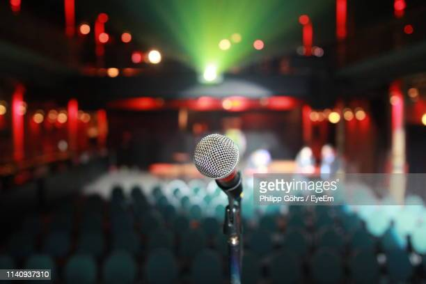 close-up of microphone at stage theater - auditorium photos et images de collection