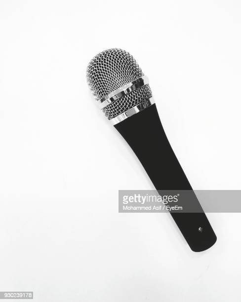 close-up of microphone over white background - micro photos et images de collection