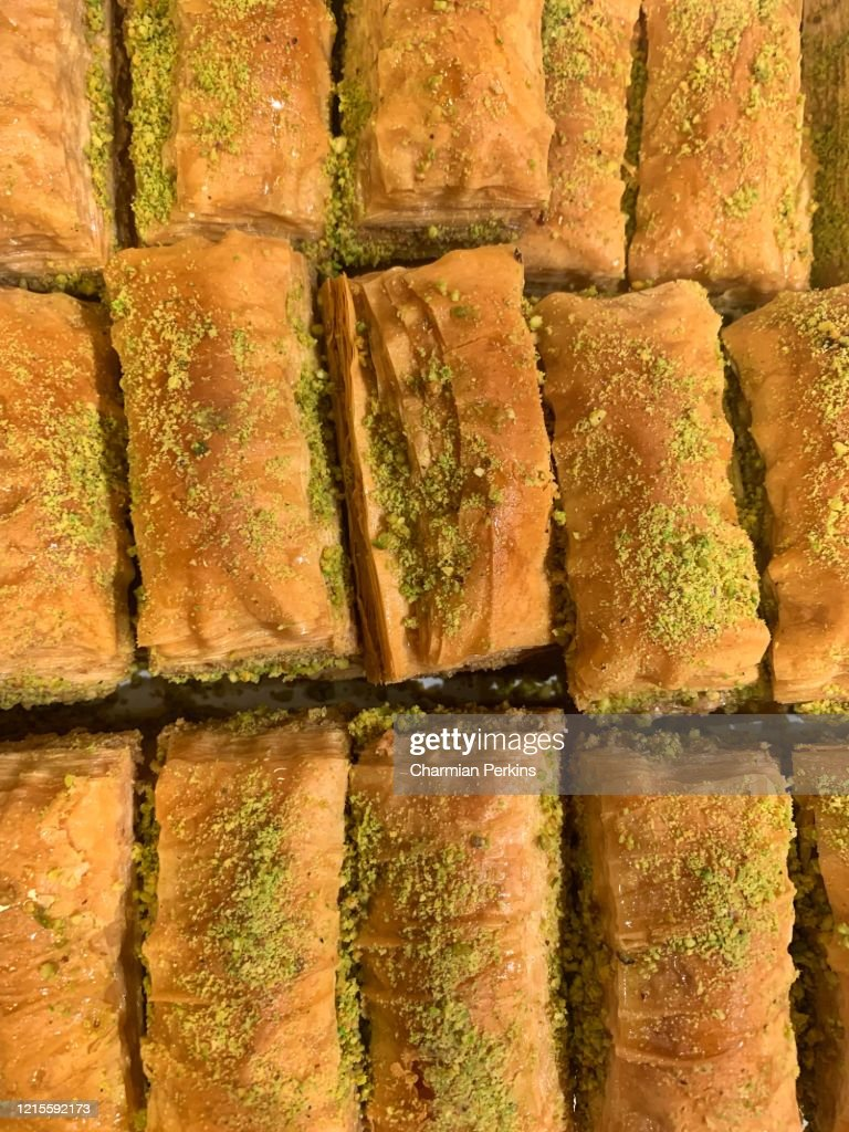 Closeup of Middle Eastern sweets, pistachio baklava with honey, pastry and nuts to celebrate Eid al fitr : ストックフォト