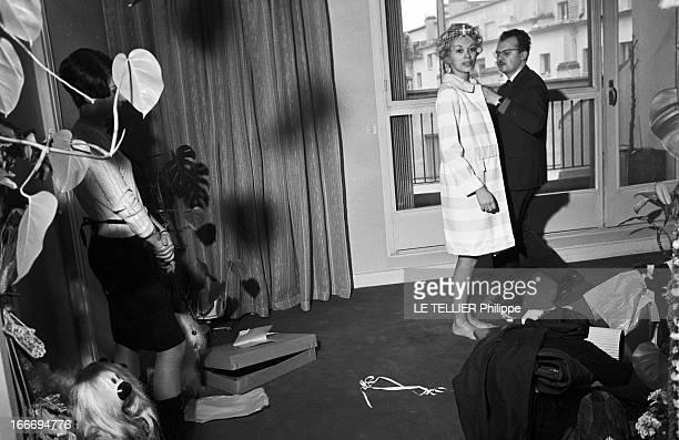 CloseUp Of Mireille Darc France 21 février 1966 l'actrice Mireille DARC après 10 ans de carrière accède enfin au rang de star du grand écran avec le...