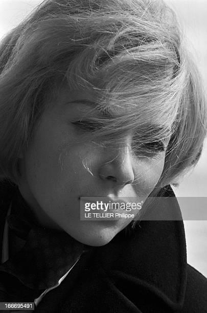 CloseUp Of Mireille Darc France 28 février1966 l'actrice Mireille DARC après 10 ans de carrière accède enfin au rang de star du grand écran avec le...