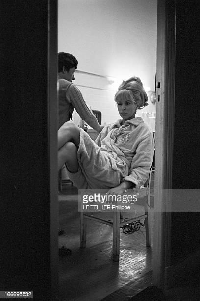 CloseUp Of Mireille Darc France 3 mars 1966 l'actrice Mireille DARC après 10 ans de carrière accède enfin au rang de star du grand écran avec le...
