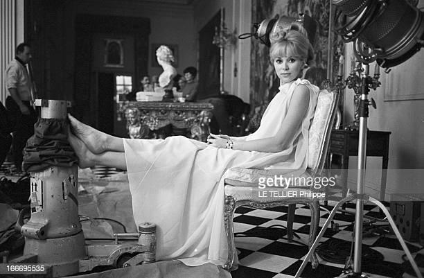 Close-Up Of Mireille Darc. France, 3 mars 1966, l'actrice Mireille DARC, après 10 ans de carrière, accède enfin au rang de star du grand écran avec...
