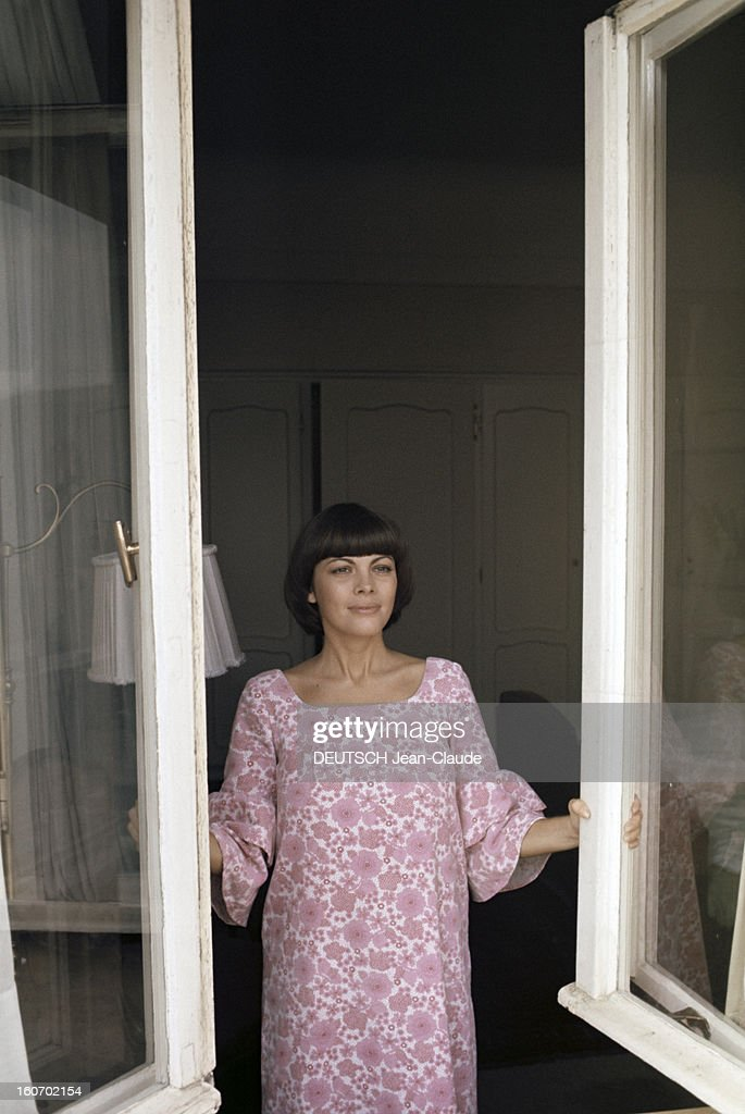Close-Up Of Mireille Mathieu In Gdr (Ddr) Pictures | Getty Images