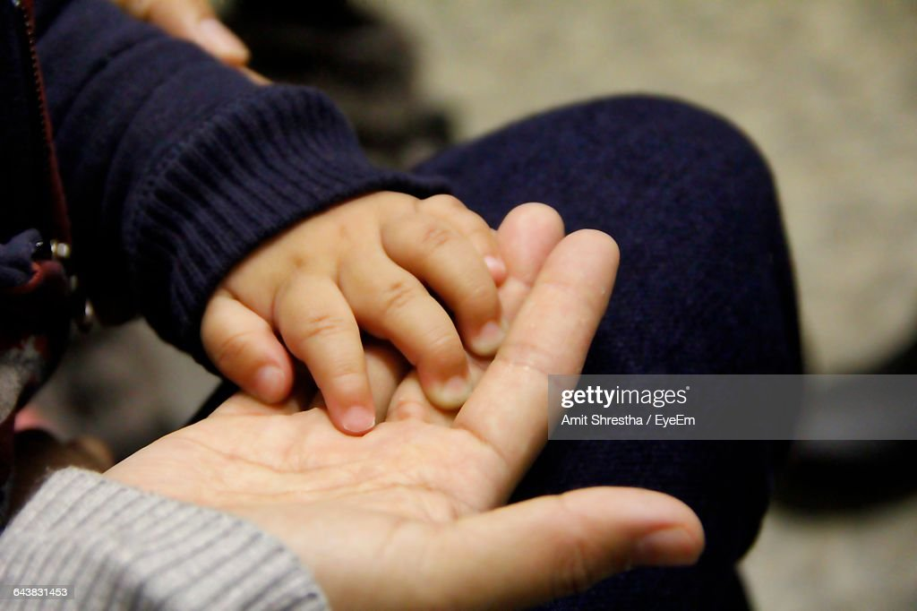 Close-Up Of Mother And Boy Hands : ストックフォト