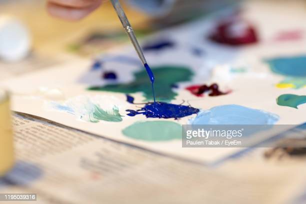 close-up of multi colored paint on table - paulien tabak stock pictures, royalty-free photos & images