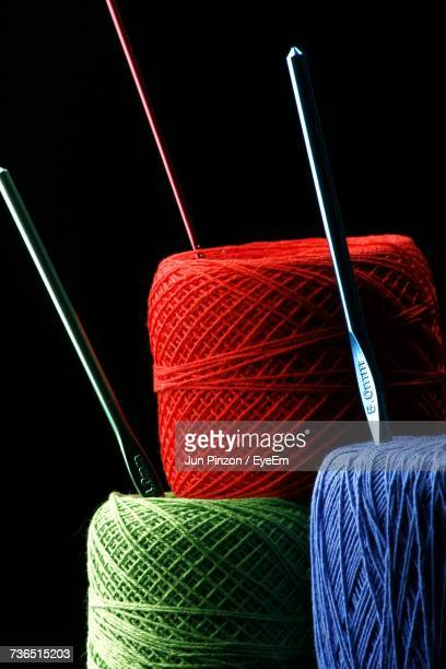 close-up of multi colored spools - crochet - fotografias e filmes do acervo