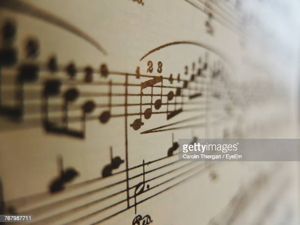 close-up of musical note - note de musique photos et images de collection