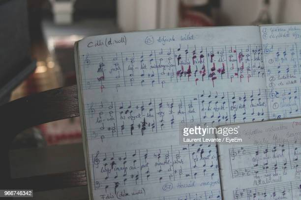close-up of musical notes on book - note de musique photos et images de collection